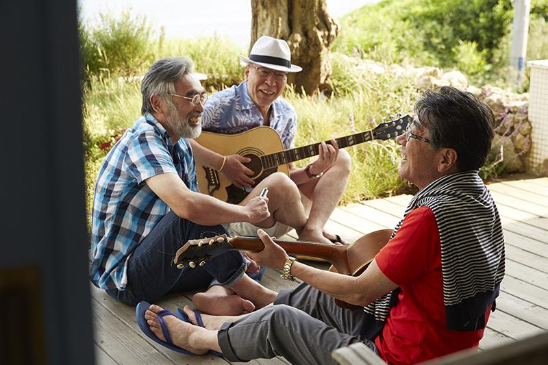 シニア仲間とアコギを楽しく演奏